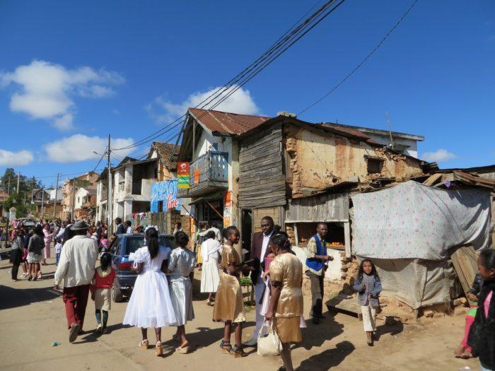 Vandaag is iedereen op zijn zondags gekleed in Madagaskar