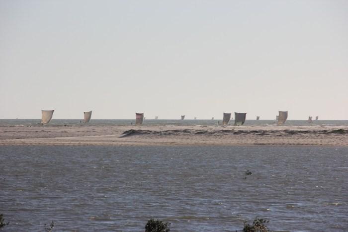 vissersbootjes met zeilen morondava
