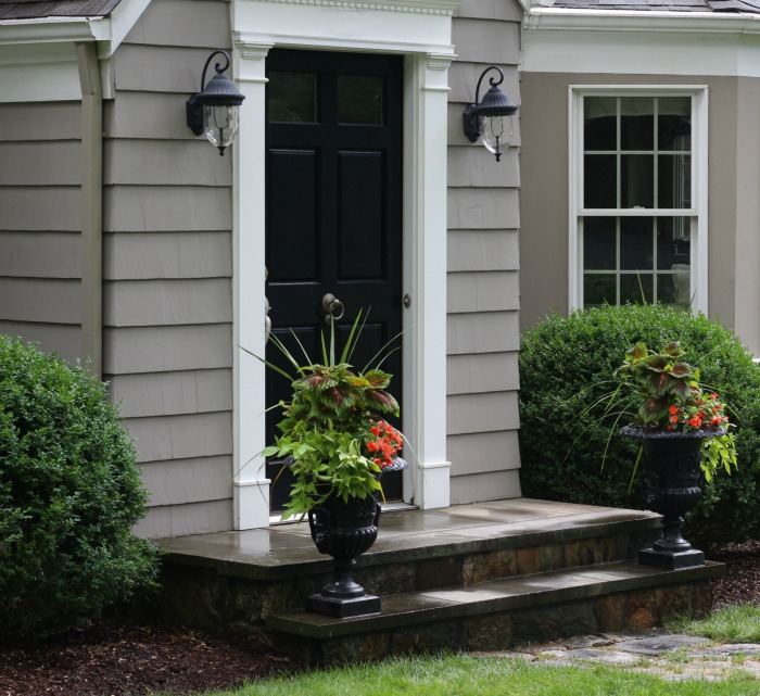 Front urns