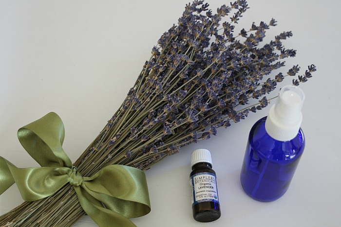 DIY LAVENDER LINEN SPRAY
