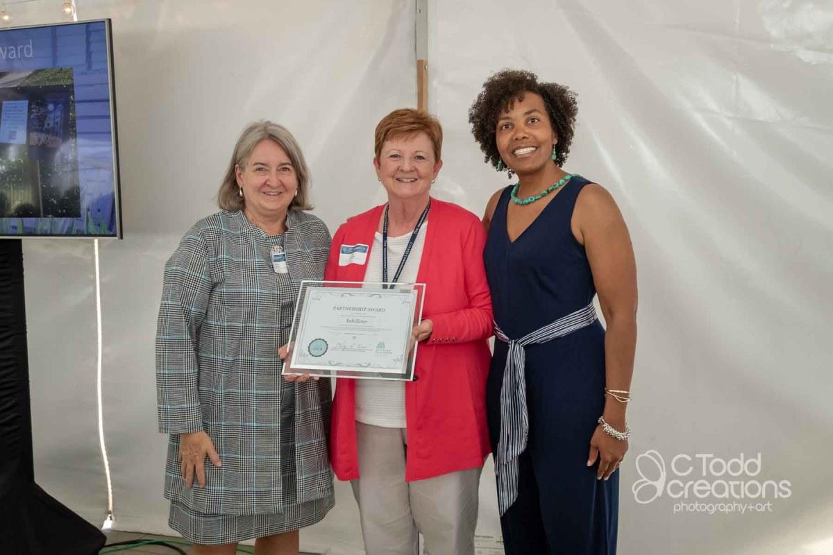 an award recipient at a neighborhood association annual meeting