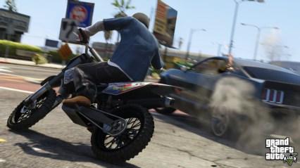 official-screenshot-motorcycle-vs-sports-car