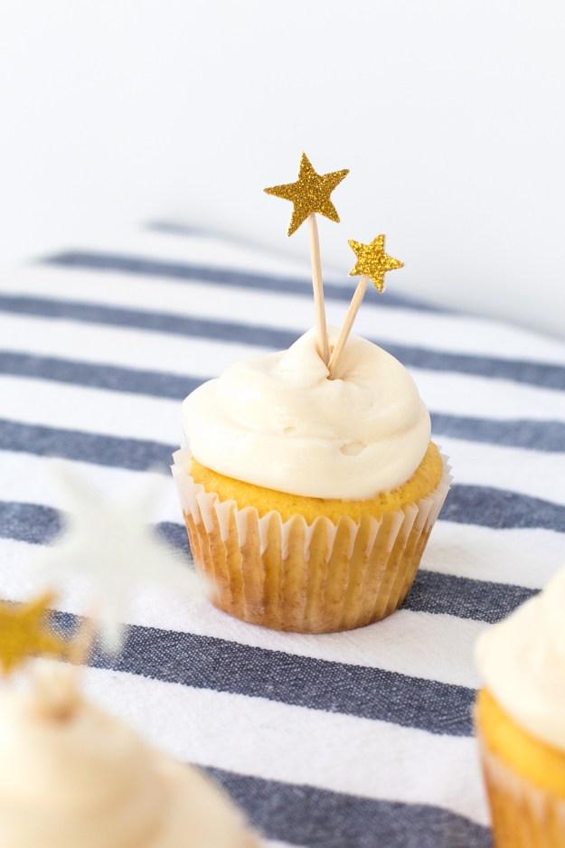 1 Minute DIY Patriotic Cupcake Toppers