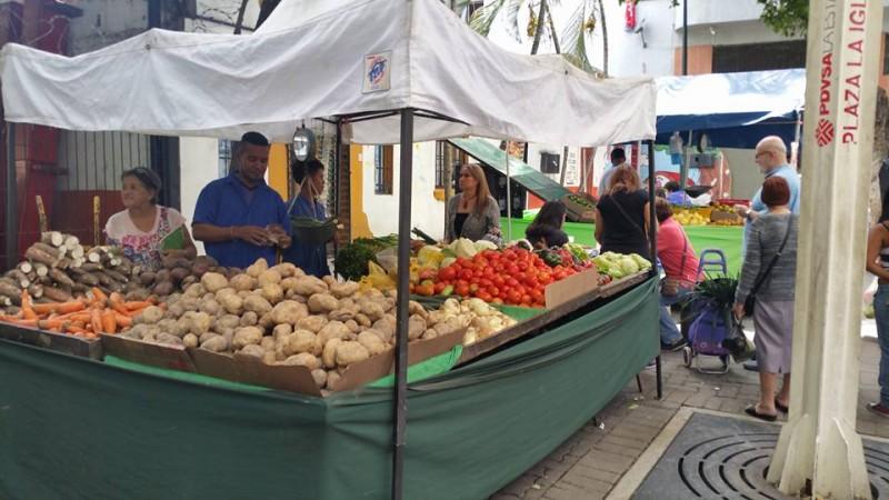 <p>Puesto de un mercado popular en la Avenida de Francisco Solano (Caracas) el pasado 31 de mayo.</p>