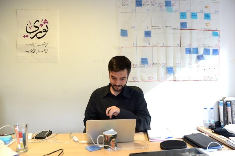 <p>Pablo Bustinduy en su despacho en la sede de Podemos en Madrid.</p>
