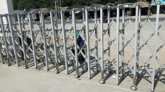 6359411165973108341 - Sửa cửa cổng xếp KCN Bàu Bàng tỉnh Bình Dương