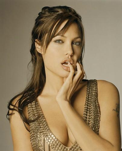 Angelina Jolie muy sexy