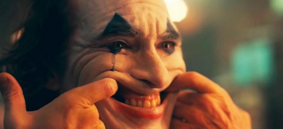 Risa forzada de Joaquin Phoenix como El Joker