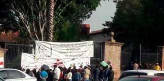 manifestacion-empleados-salud-Casa-de-Gobierno