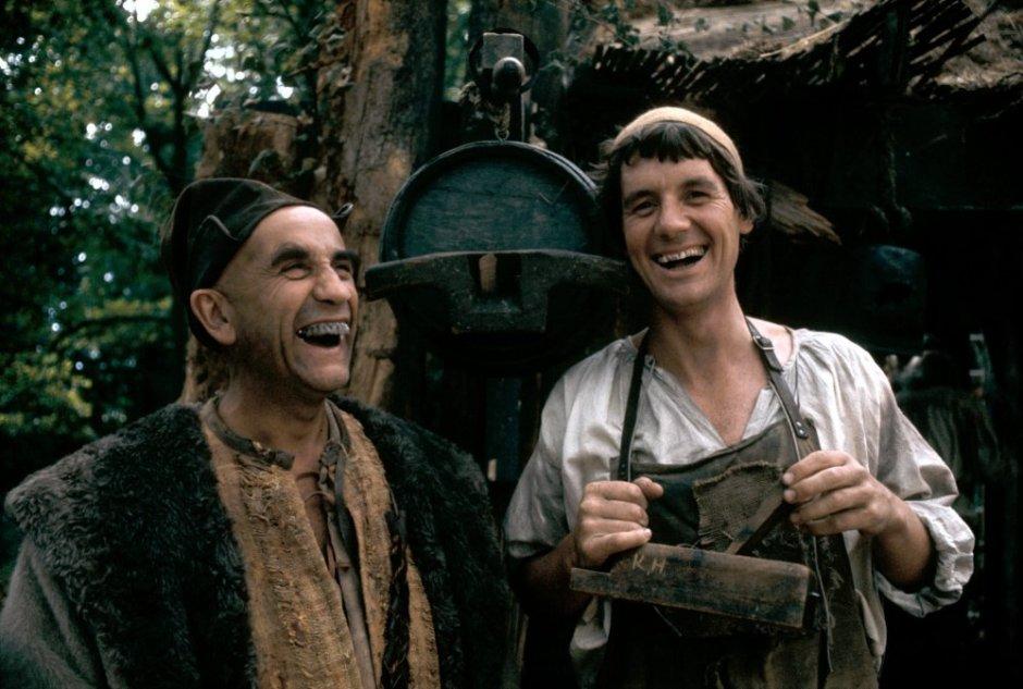 jabberwocky-1977-001-warren-mitchell-michael-palin-toothy-laughs-00n-cyf