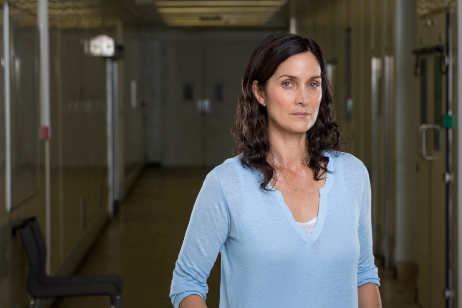 Carrie Anne Moss se une al elenco como la Dra Athena Morrow