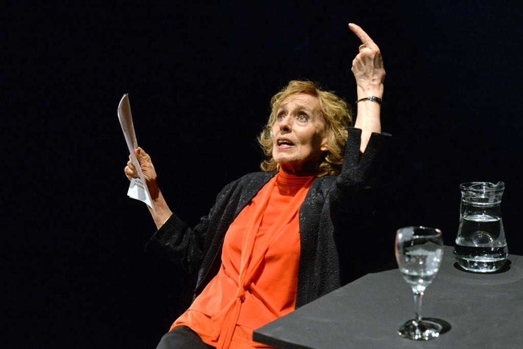 uruguay-2-s-lo-una-actriz-de-teatro-ph-gustavo-castagnello
