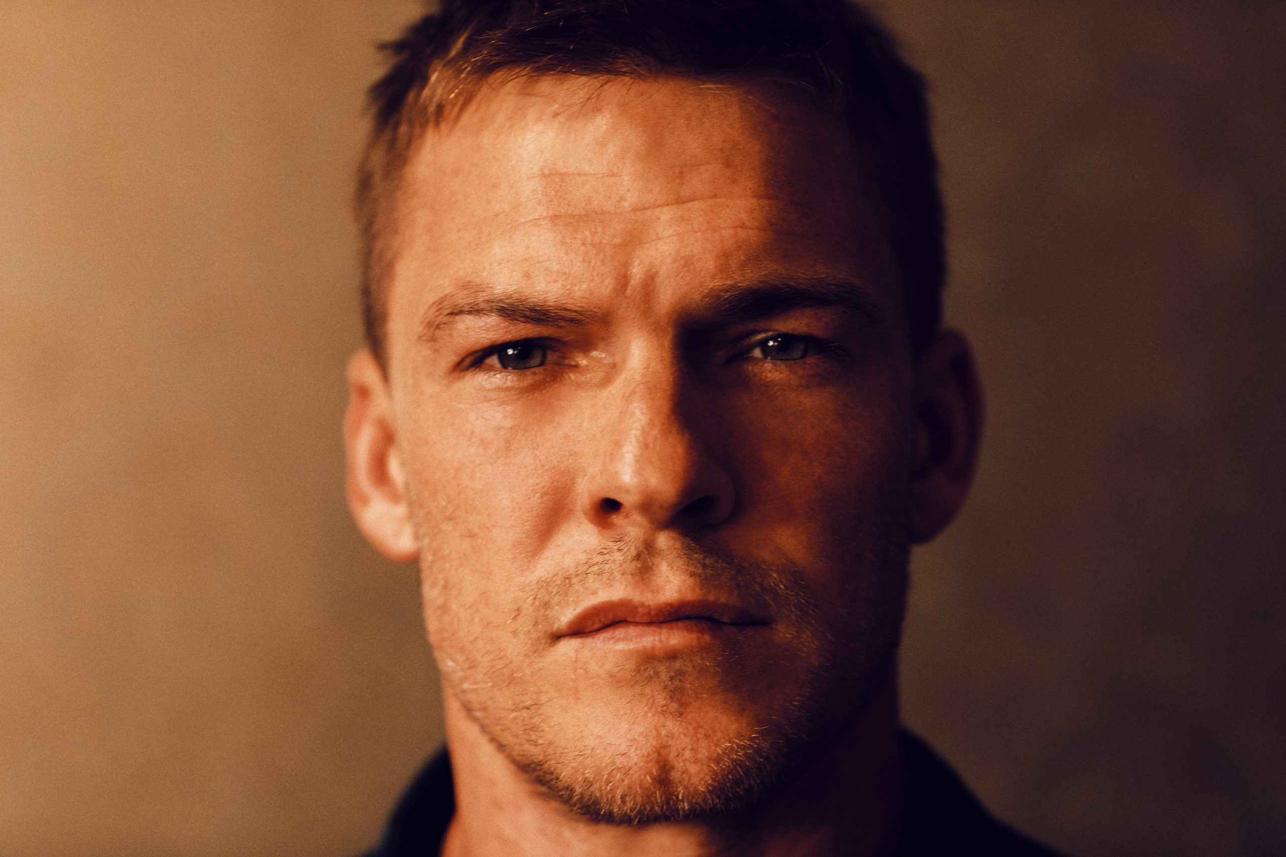 alan-ritchson-jack-reacher-scaled