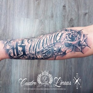 tatuaje Lettering brazo nombre mujer