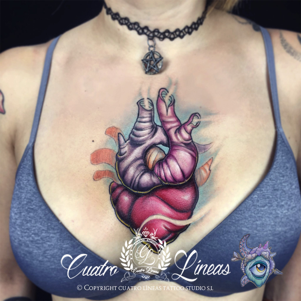 9 19 juan Tatuaje realizado en carabanchel estudio profesional madrid blanco y negro new school tatuaje mujer con una flor ornamental mandala lobo tattoo