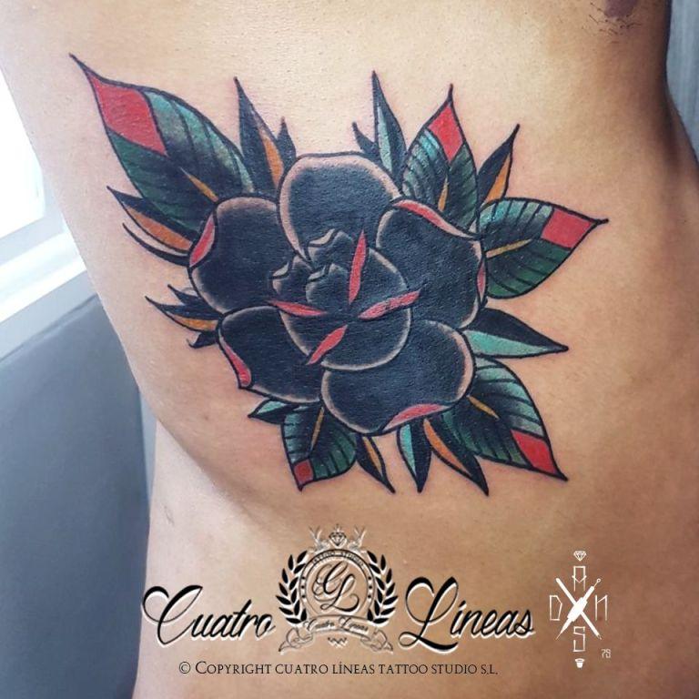 23 tatuaje cover tapando nombre de exnovia tatuaje old school rosa tatuaje en madrid carabanchel cuatro lineas tatuaje