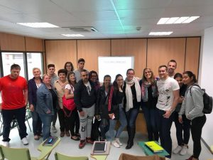 Impartiendo el taller sobre marca personal y knowmads en Lanzadera de empleo y emprendimiento Vila-real