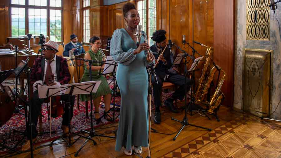 "Yohanet Bueno Claxton - Gesang bei ""The Cuban Orquesta"""