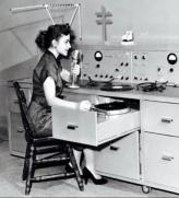 dia-mundial-de-la-radio-via-db-beckett-woman-w-mic