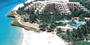 Jueza de EE.UU. aparta a Meliá de una demanda por uso de hoteles en Cuba