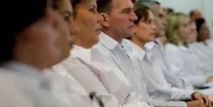 Trabajo de médicos cubanos no justifica lo que se les paga, aseguran en México