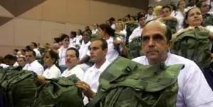 """EE.UU. restringe visados a funcionarios cubanos por """"explotación"""" a médicos"""