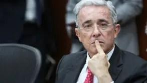 Corte Suprema de Colombia ordena arresto domiciliario para Álvaro Uribe