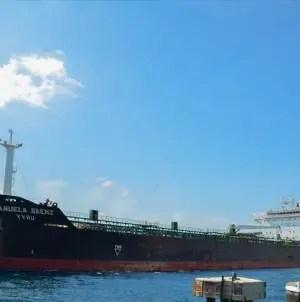 Flota de Venezuela transporta tres millones de barriles de petróleo a Cuba
