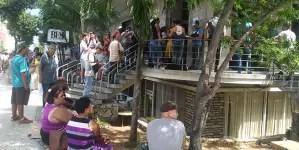 Baja disponibilidad de divisas deja a cubanos sin dólares en sus cuentas