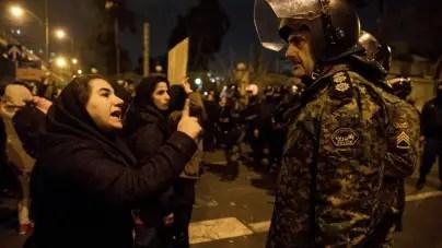 Régimen iraní despliega a militares para frenar protestas en Teherán