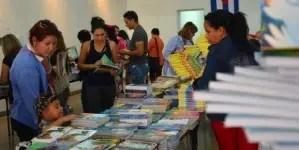 Libros de izquierda y precios exorbitantes en Feria de La Habana