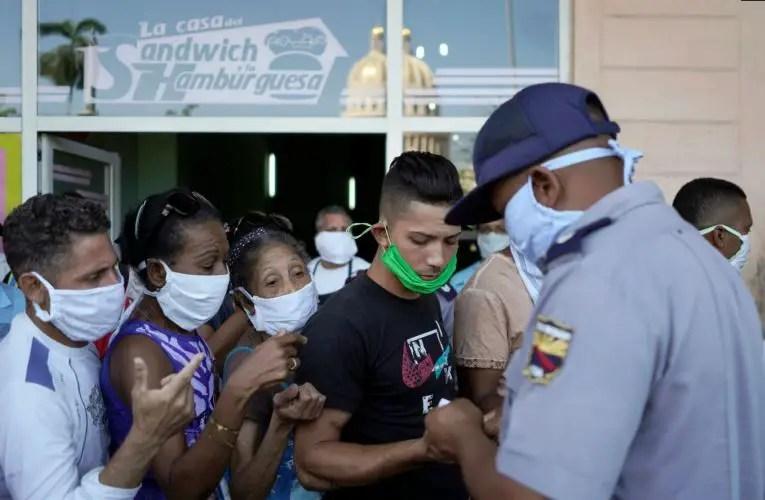 policia nasobuco multa arrestos detenciones colas cuba