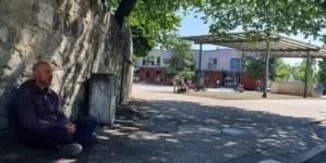 Policía retira a Ariel Ruiz Urquiola del lugar donde realizaba huelga de hambre en Ginebra