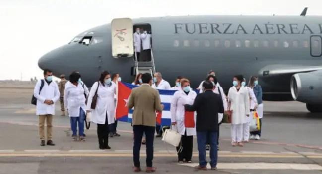Denuncian falta de preparación de médicos cubanos en Perú