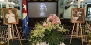 Con flores y gran cariño los cubanos despiden a su querida diva Rosita Fornés