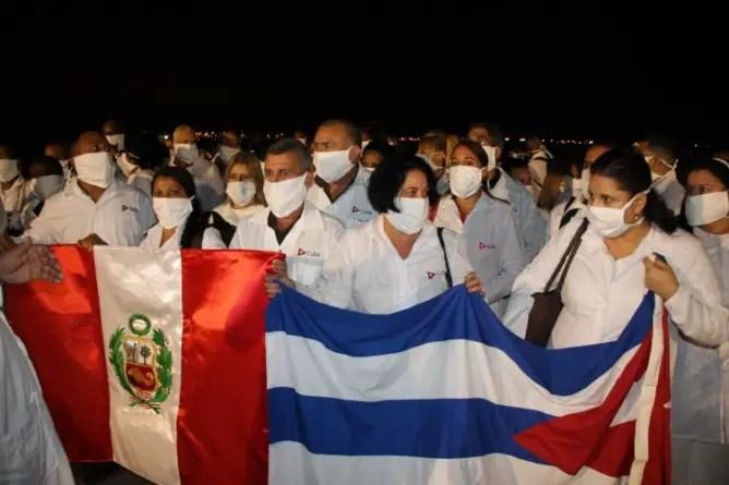 Colegio Médico de Perú no renovará permiso de trabajo a brigada cubana