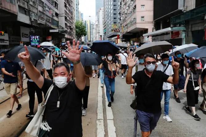 China aplaza comicios legislativos en Hong Kong tras vetar a candidatos opositores