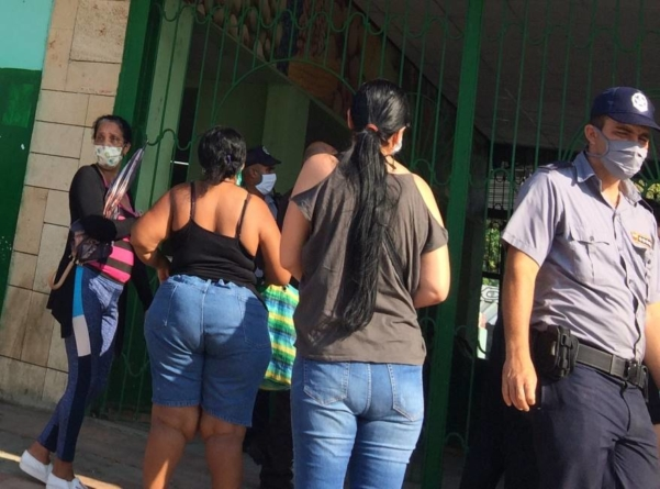 Régimen intensifica medidas contra coleros y revendedores en La Habana