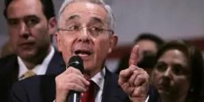 """Álvaro Uribe dice no a médicos cubanos: """"Así empezó la toma de Venezuela"""""""