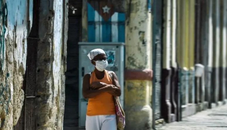 """En Cuba """"nos mienten en la TV y nos mienten en 3D"""""""