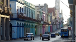 Régimen cubano elimina el gravamen del 10 % al dólar estadounidense
