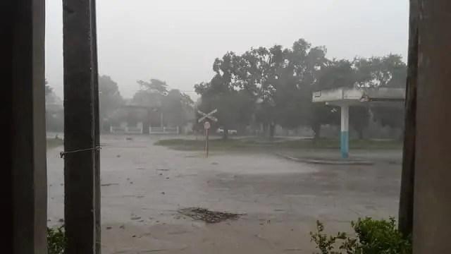 Tormenta local severa provoca dos derrumbes en Las Tunas