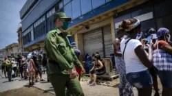 Ilegalidades, coleros y revendedores: otra cacería contra cubanos