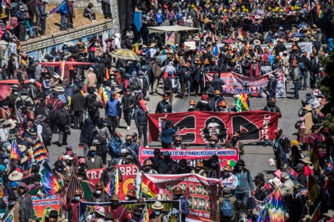 Bolivia: seguidores de Evo Morales bloquean acceso de insumos a hospitales