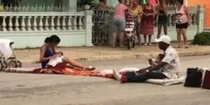 Familia cubana protesta frente a sede del Partido de Morón
