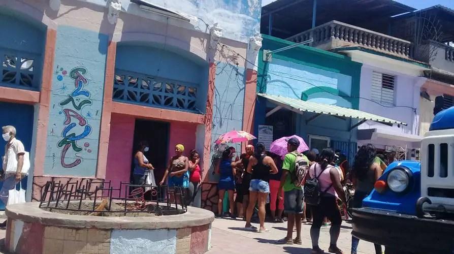 Santiago de Cuba, Coleros, Revendedores, Acaparadores