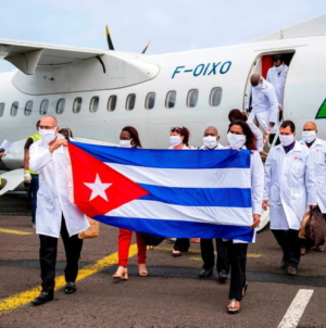 Envían 193 médicos cubanos más a Venezuela para enfrentar la COVID-19