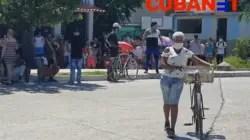 Las colas crecen en Cuba, a la par del coronavirus