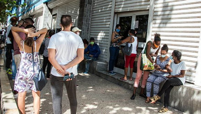 Bancos en La Habana no dan abasto, señala medio oficialista