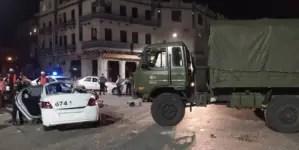 Camión de las FAR destrozó a una patrulla de policía en Centro Habana